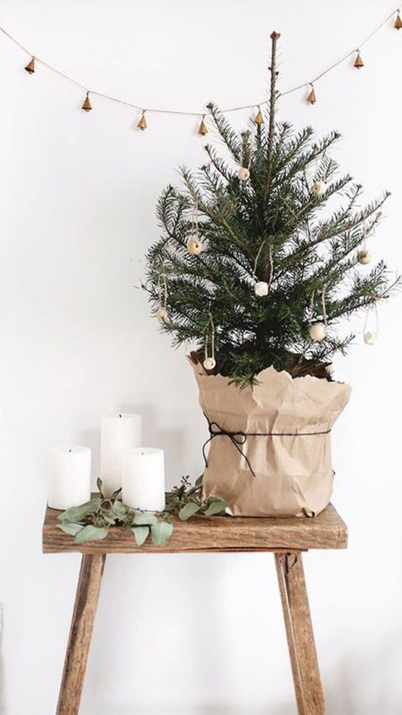 small minimal christmas tree