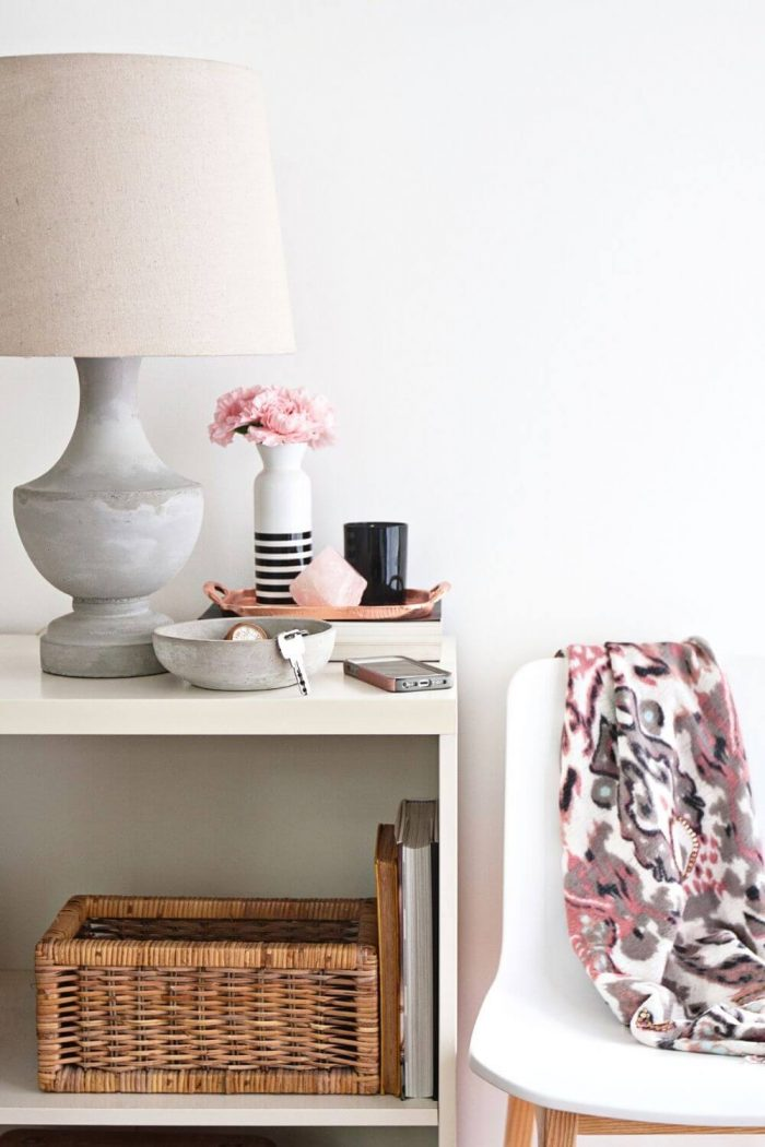 5 Tiny Entryway Table Ideas for your Apartment (On a Budget!)